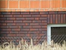 ściana z klinkieru